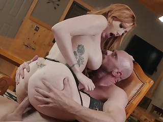 Scorching scant milf gets a difficulty cock to ruin her hairy cunt