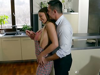 Nude housewife in apron Taylor Sands gets intimate with her husband soon after breakfast