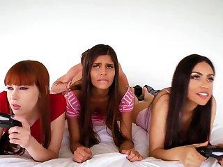 Strapon party Gamer Girls