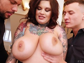 Fat mature with tattoos fucked by two dicks in amateur threesome