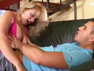Mature handles the big dick like a real whore