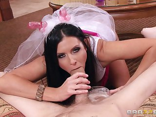 Mature mommy India Summer fucked on the floor by a younger guy