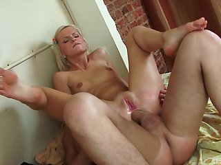 Blonde whore works magic with her very tight ass