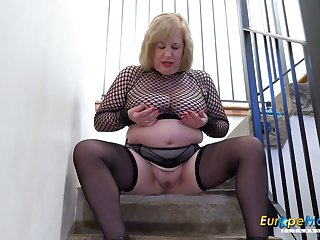 Europe MaturE Busty Auntie Trisha Solo Masturbation
