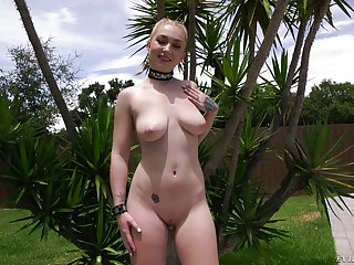 Close up POV cumshot in mouth for curvy Callie Black outdoors